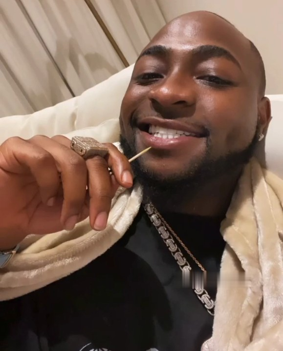 Popular music artist Davido aka OBO can't stop shining his teeth after undergoing teeth whitening - watch video