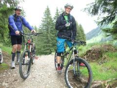 Geschulte Bike-Führer begleiten Anfänger und fortgeschrittene Biker.