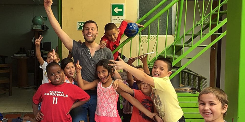 Volunteer in Colombia with the children