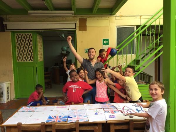 Volunteer and Kids in Colombia