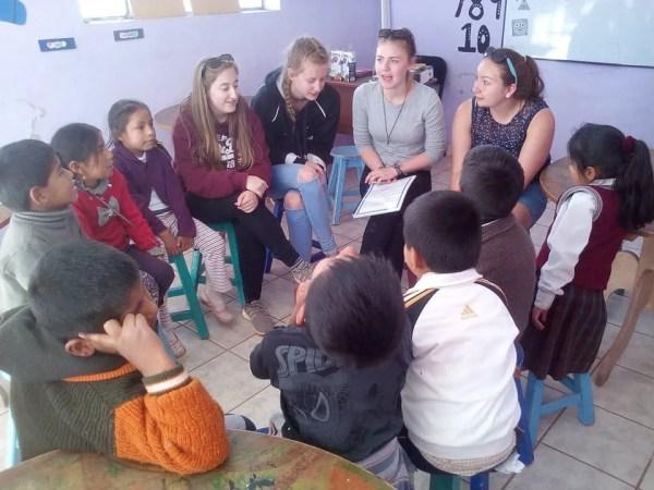 Volunteer group teaching in Peru
