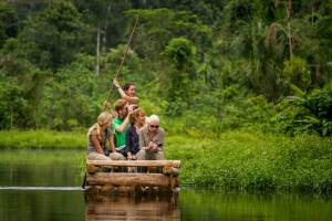 Volunteers working in the Peruvian Amazon