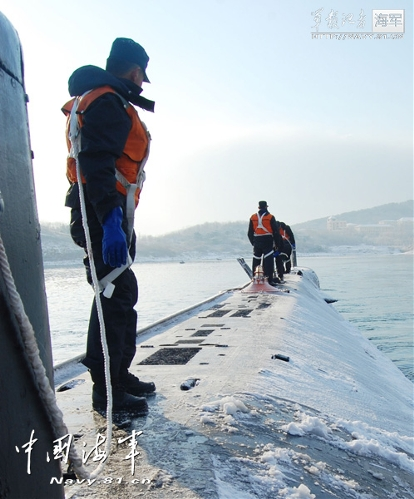 Recently, the officers and men of a submarine flotilla under the North China Sea Fleet of the Navy of the Chinese People's Liberation Army (PLA) conducted routine training. The photo features the scene of the training. (chinamil.com.cn/Li Zhikai)