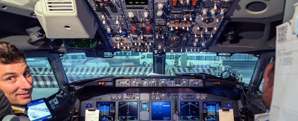 Resultado de imagen para pilot airliner cargo