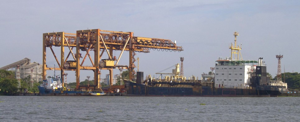 Two of India's ports reported handling more shipments of export cargo and import cargo in international trade.