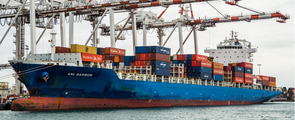 Shipments of export cargo and import cargo in international trade between Asia and Australia are increasing.