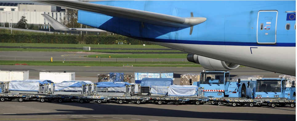 Air cargo industry in September carries more shipments of export cargo and import cargo in international trade.