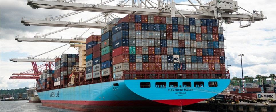 Confidence indisx down for the logistics of shipments of export cargo and import cargo in international trade.