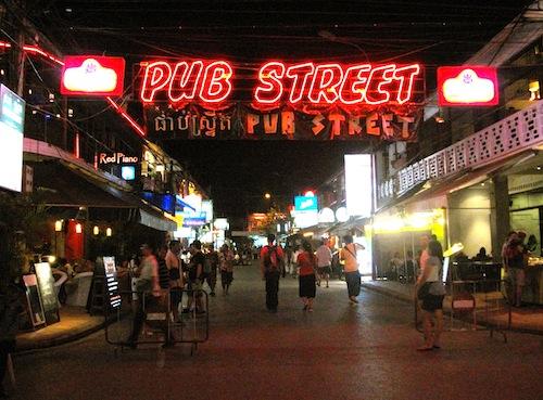 https://i1.wp.com/www.globaltravelmate.com/uploads/images/cambodia/siem_reap/siem_reap_pubstreet.jpg?w=696