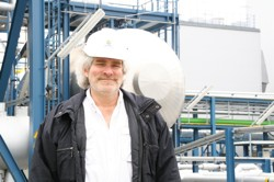 The author in his ill-fitting hard hat onsite at Schwarze Pumpe