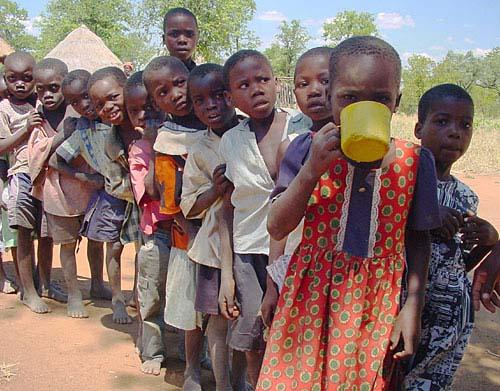 full-zimbabwe-kids-in-line