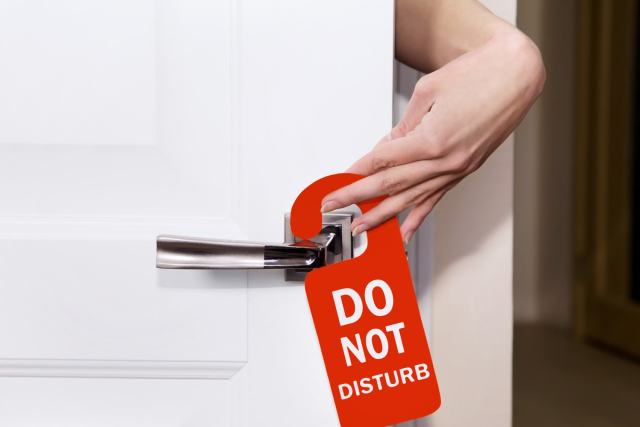How to Keep Your Valuables Safe in a Hotel Room do not disturb