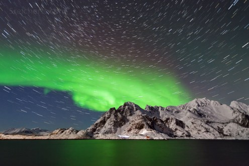 Nordlicht und Sternenbahnen, Henningsvaer, Lofoten