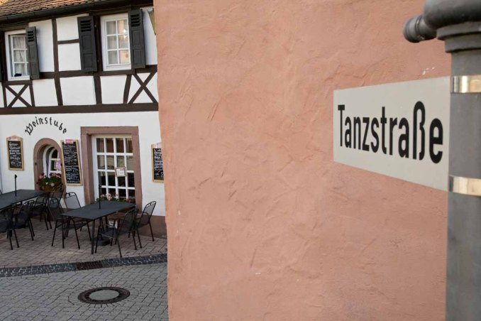 Deutsche Weinstrasse historisches Winzer Dorf - Tanzstrasse Weinstube St. Martin