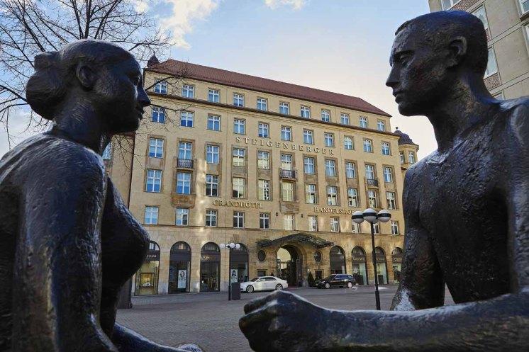 Hotel Steigenberger Leipzig Aussenansicht Skulpturen