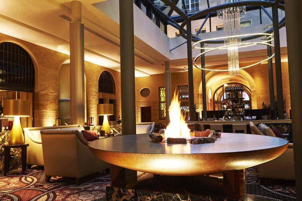 Hotel Steigenberger Leipzig: Lounge Feuer Sofas