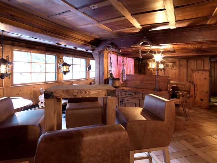Alpenclub-Gadae-Bar-Raum