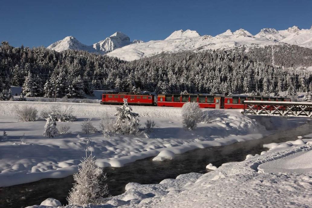 ENGADIN St. Moritz: Rhaetische Bahn bei Punt Muragl