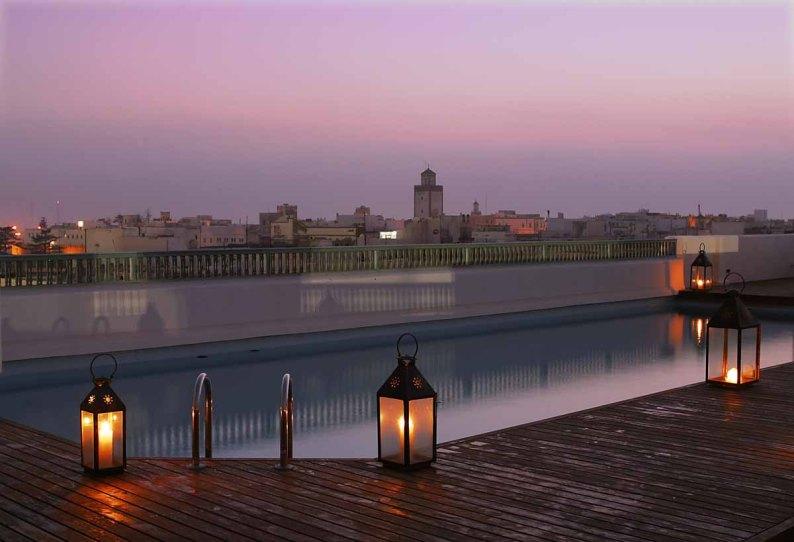 L'Heure Bleue Palais Pool bei Nacht