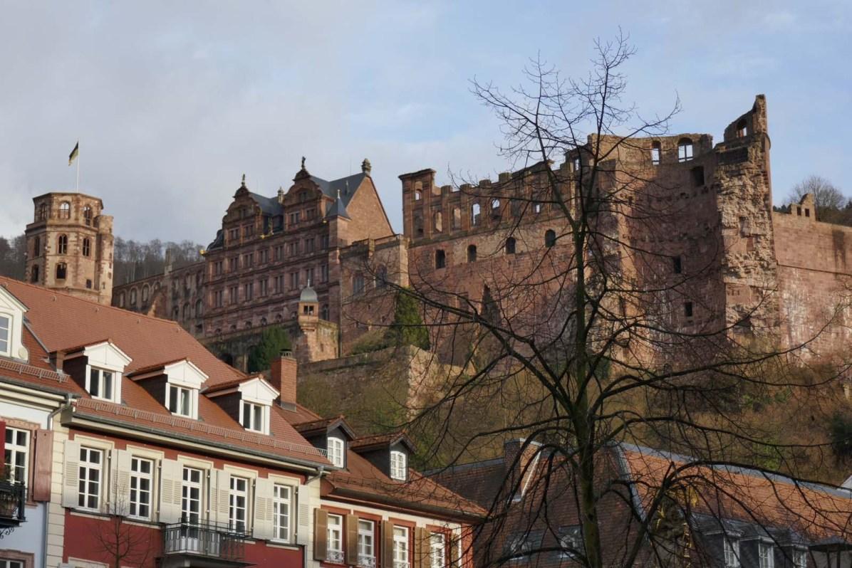 In Heidelberg thront die Schlossruine über der Altstadt.