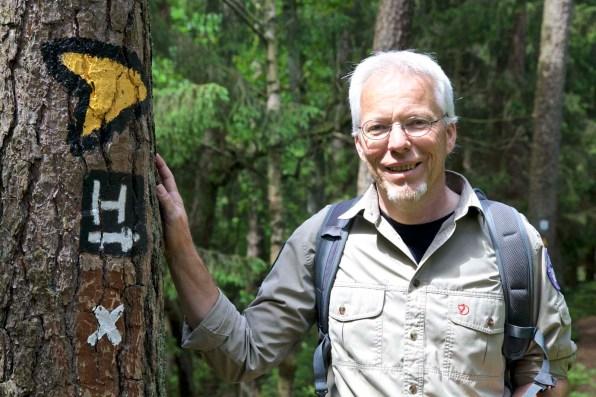 Ranger Brockmann unterhält den Heidschnuckenweg