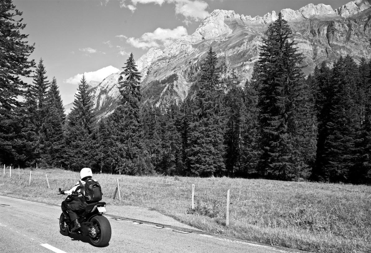 Maenner Motorrad Wochenende Schweiz Alpen 11