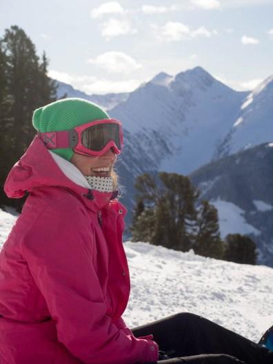 Authorin Manuela beim Snowboarden im Zillertal
