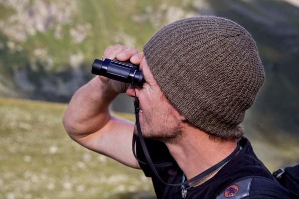 Unser Bergführer Andy Steingruber hält Ausschau.