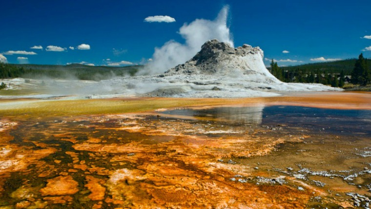 The Most Beautiful Places in the World - Yellowstone National Park Wyoming USA