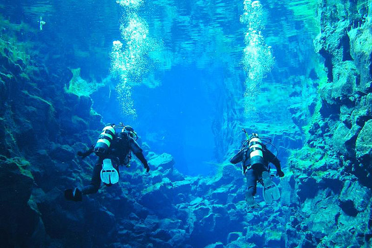 Diving in Silfra - Diving between two continents - Silfra Fissure