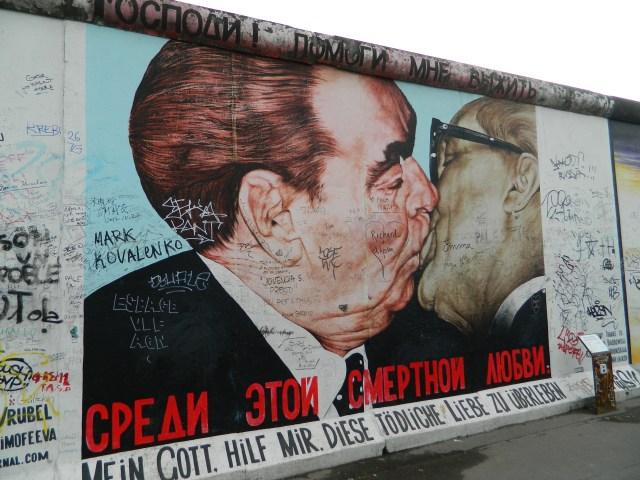 Berlin Graffiti - berlin wall