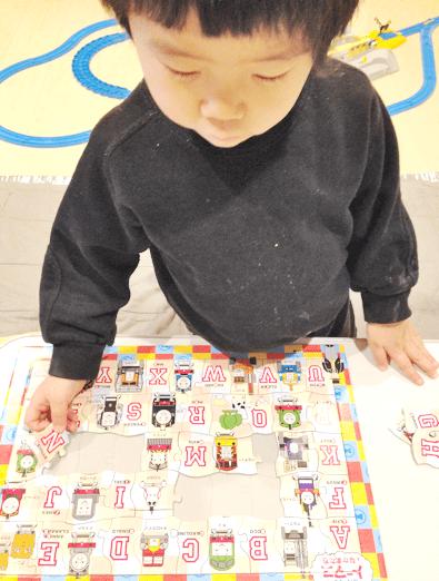 ▲息子が大好きな、トーマスのアルファベットパズル「ThomasのT!」