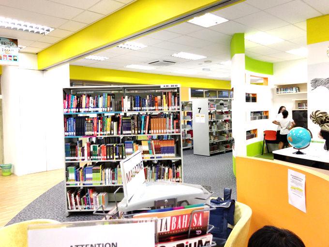 マレーシアのインターナショナルスクールの図書館の様子