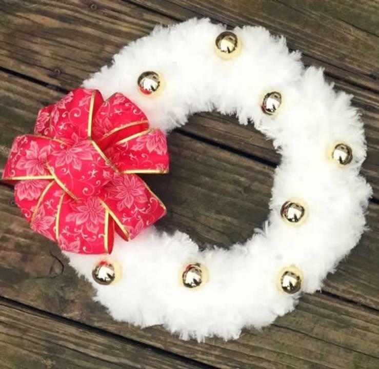 DIY Fluffy Snowball Wreath