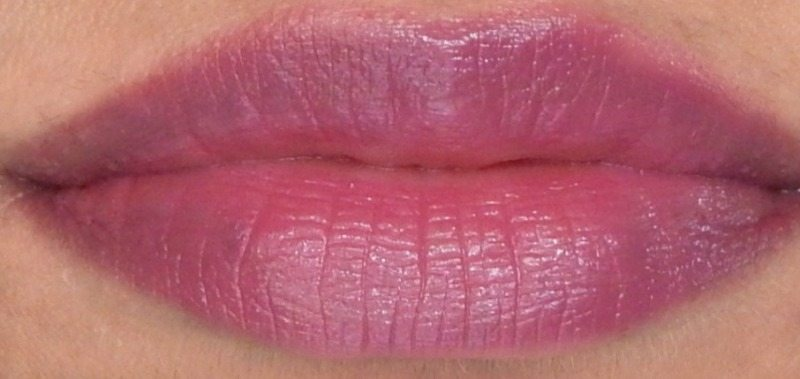 Revlon Super Lustrous Lipstick Shine In Pink Sizzle, Berry Couture, Rich Girl Red Review and Swatches 3