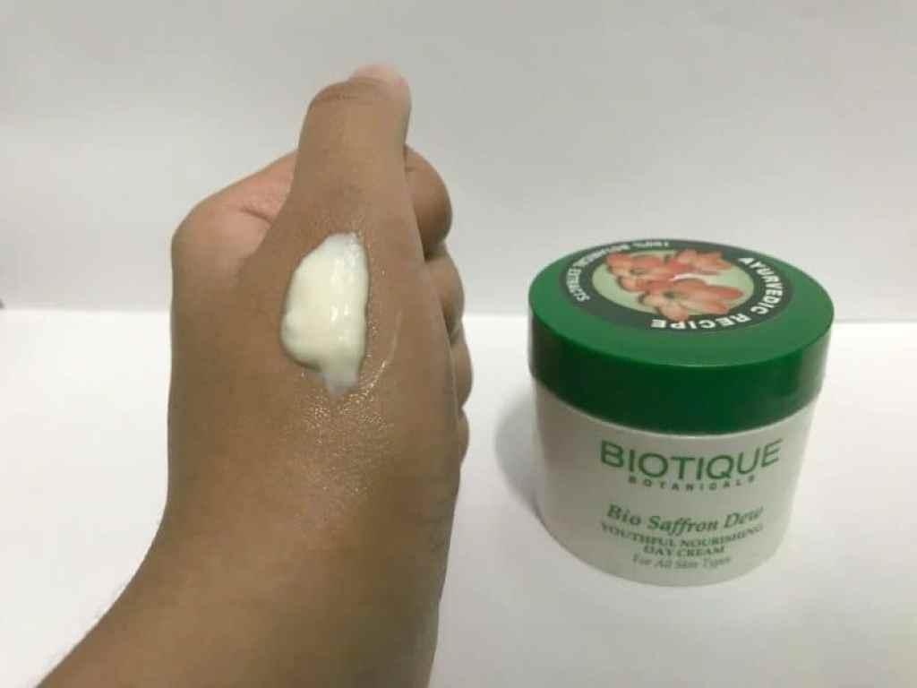 Biotique Bio Saffron Dew Youthful Nourishing Day Cream 2