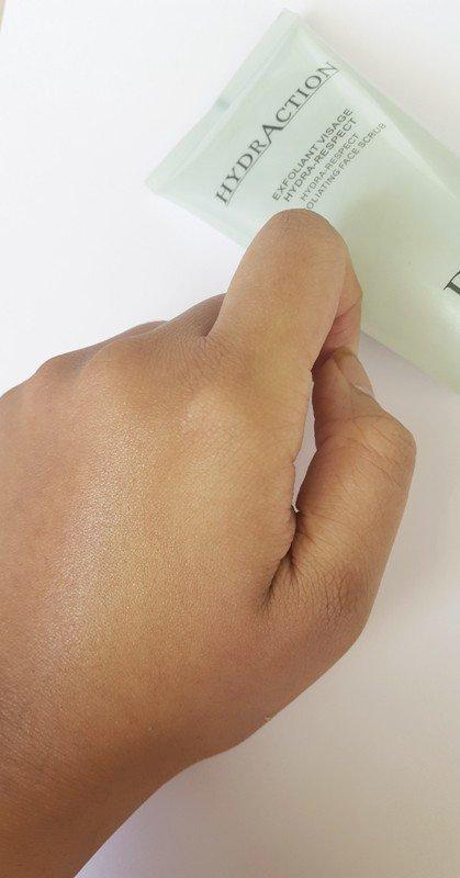 Dior Hydraction Exfoliating Face Scrub 3