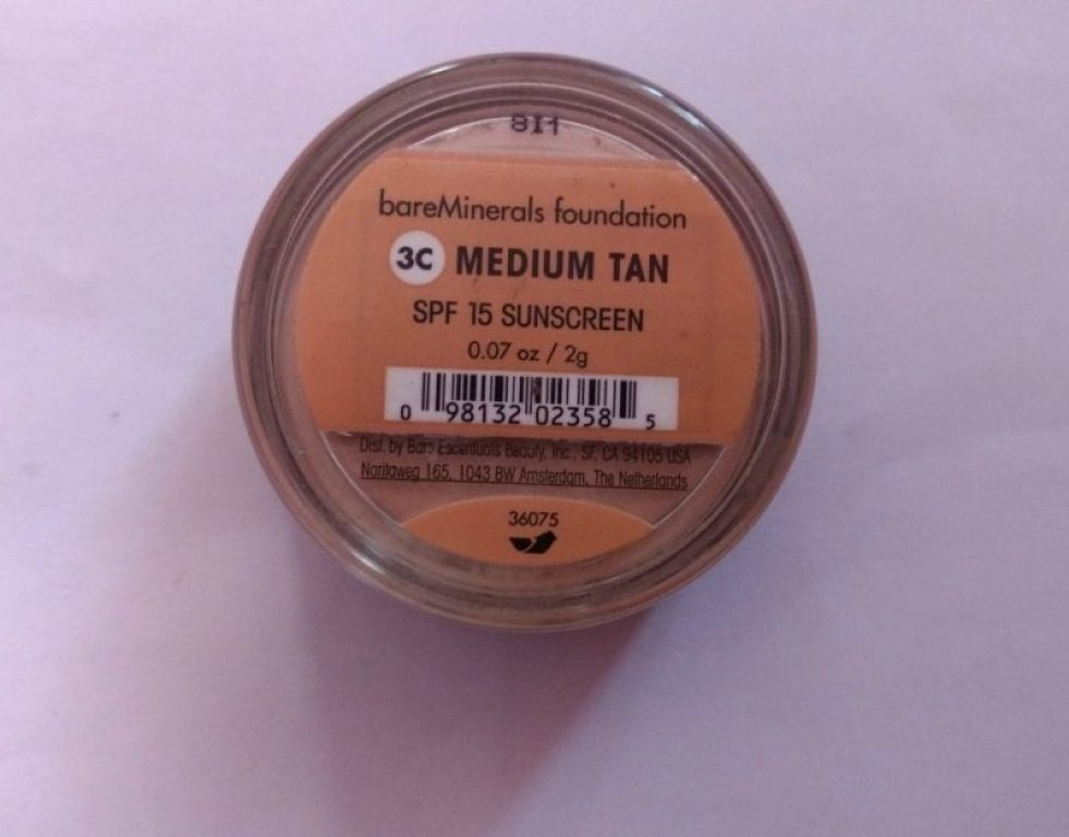 ID Bare Minerals Foundation SPF 15 Review 3