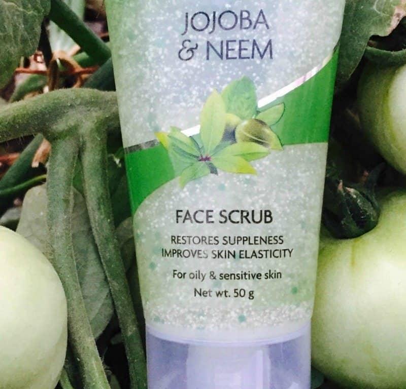 Jovees Jojoba and Neem Scrub Review 1