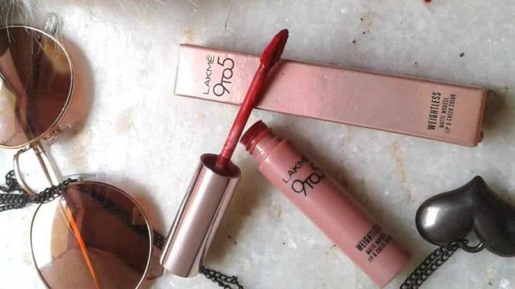 Lakme Crimson Silk 9 to 5 Weightless Matte Mousse Lip & Cheek Color  1