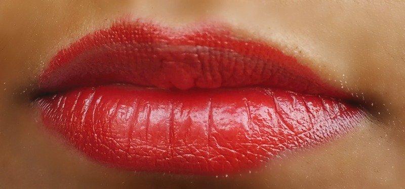 Lotus Herbals Endless Red Lipstick  1