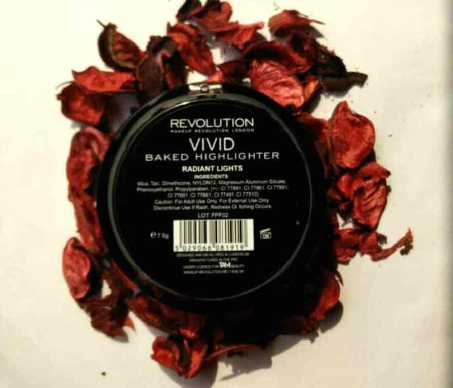 Makeup Revolution London Radiant Lights Strobe Highlighter  2