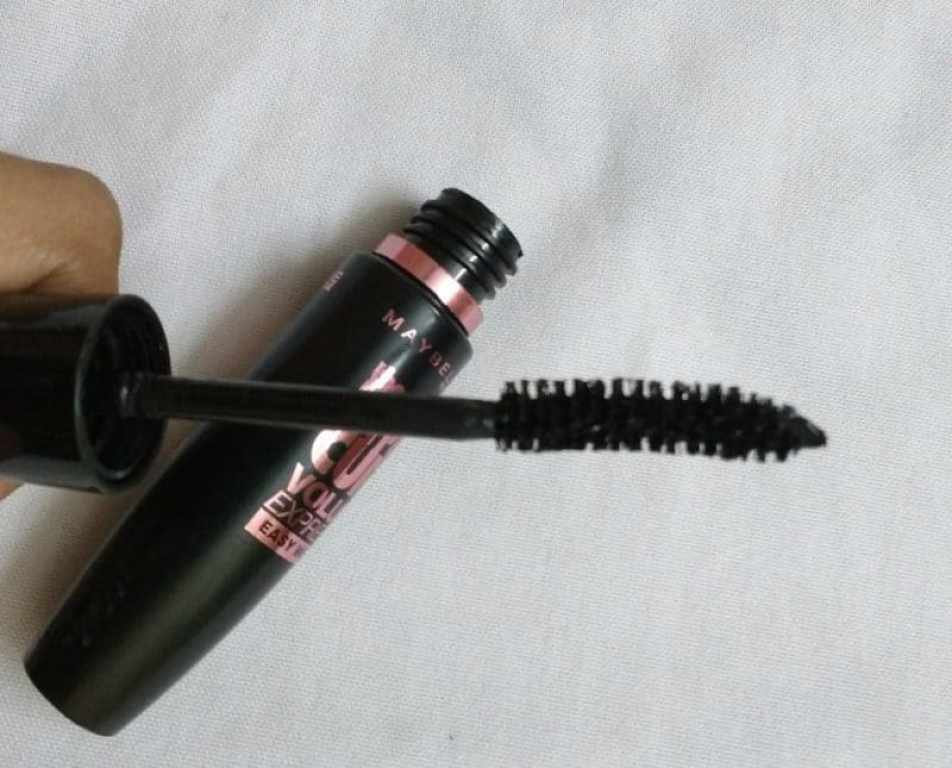 Maybelline the Hyper Curl Volum' Express Easy Wash Mascara Review 4