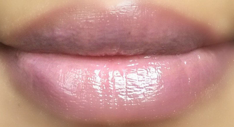 NYX Butter Gloss Strawberry Parfait 3