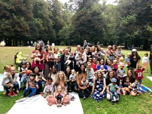 Group photo of glow baby picnic in the park