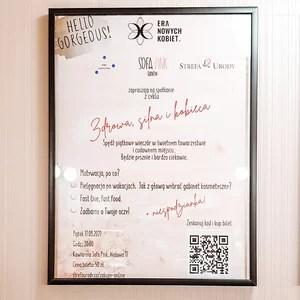 Plakat w Kawiarni Sofa Pink dotyczący spotkania Era Nowych Kobiet w Tarnowie
