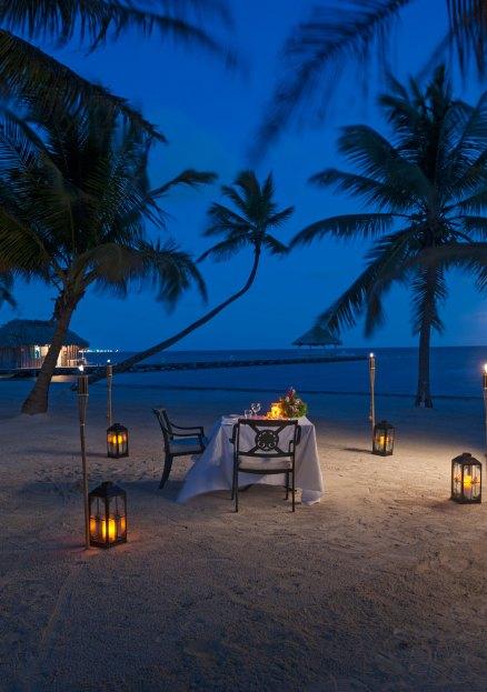candlight dinner on the beach