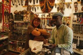 Inspirationen und Einkauf direkt beim Händler aus Westafrika.