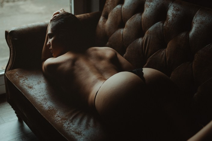 Hintern, Po, Popo, Arsch, Rücken, Boudoir, Akt, Lingerie, Dessous-Shooting, Erotik, Aktshoting, Erotikshooting, Boudoir-Shooting, Erotik, Bodie, Body, sensual nude