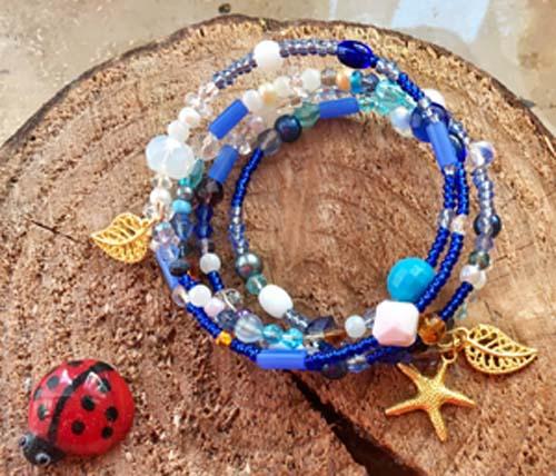 blaues Wickelarmband